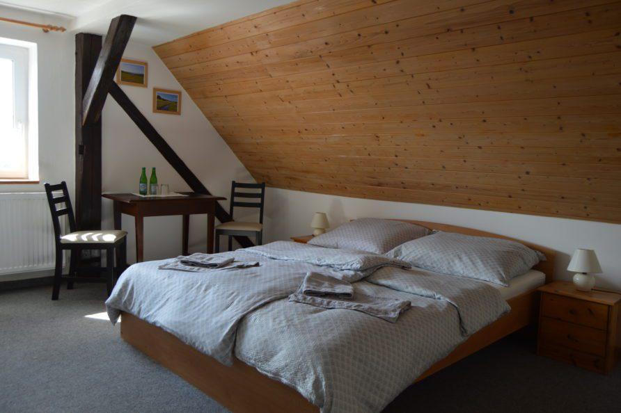 postel Neklid