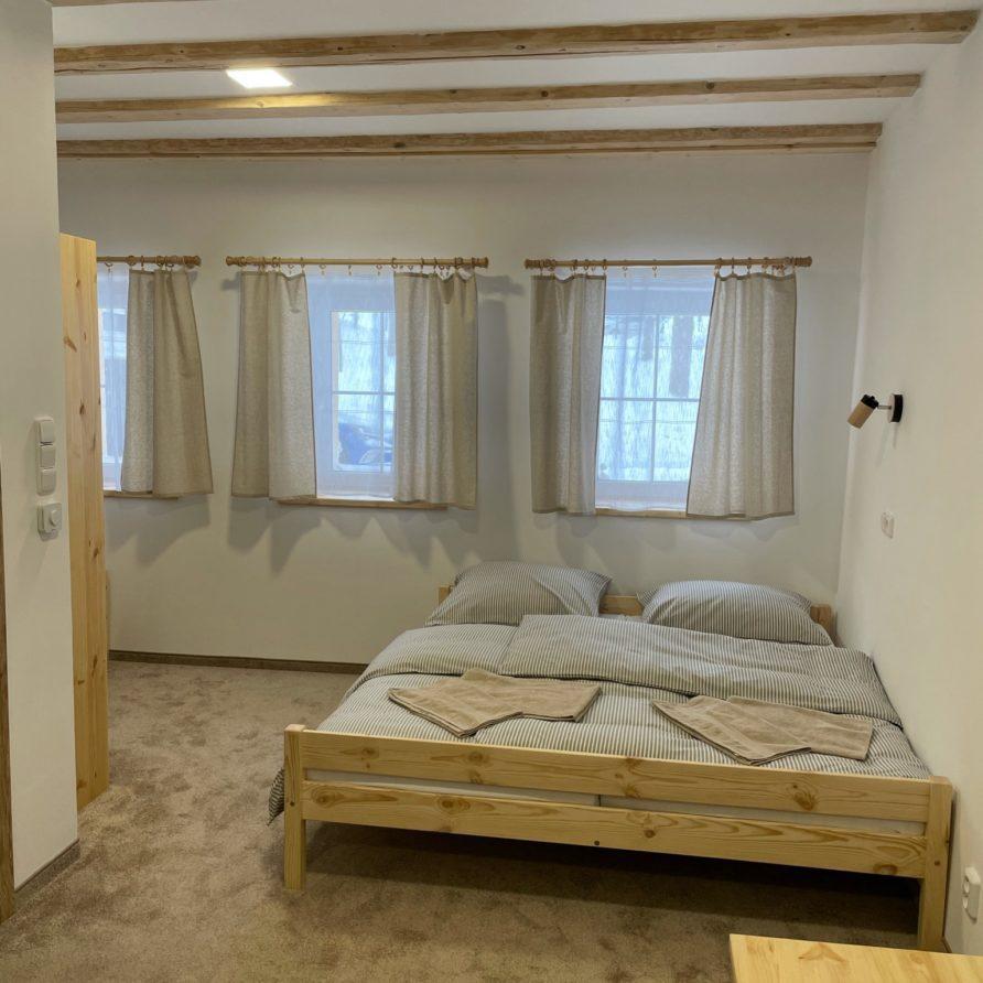 Manželská postel apartmán