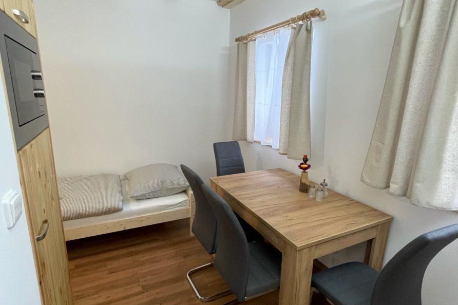 Jídelní stůl apartmán